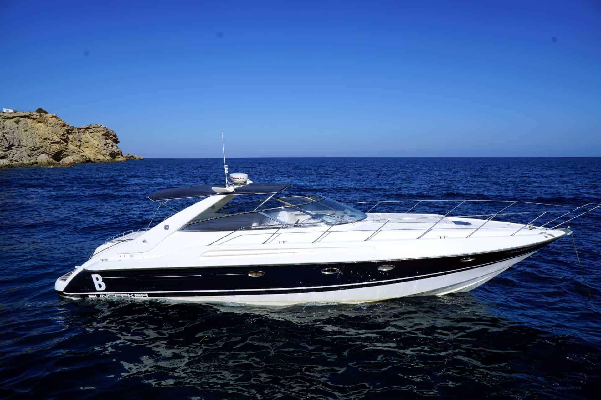 Sunseeker-Camargue-47-T-Yacht-High-Res-1 (Custom)