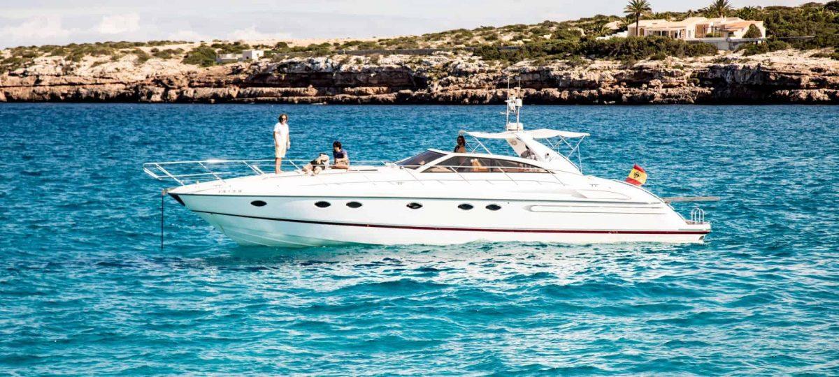 Princess-V55-Ibiza-Yacht-Barcoibiza-High-Res-2 (Custom)